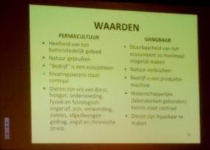 De waarden van permacultuur versus traditioneel.